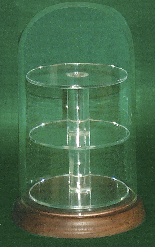 Glass Domes with Round Shelve.         Categ  16-91